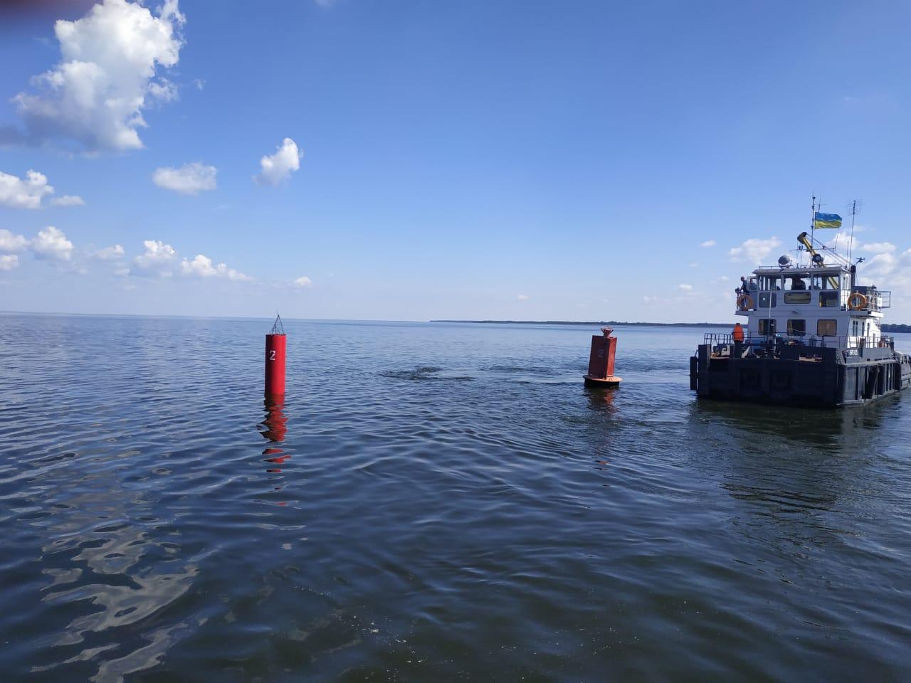 Держгідрографія встановила дослідно-експеременальні стовповидні пластикові буї на Київському водосховищі