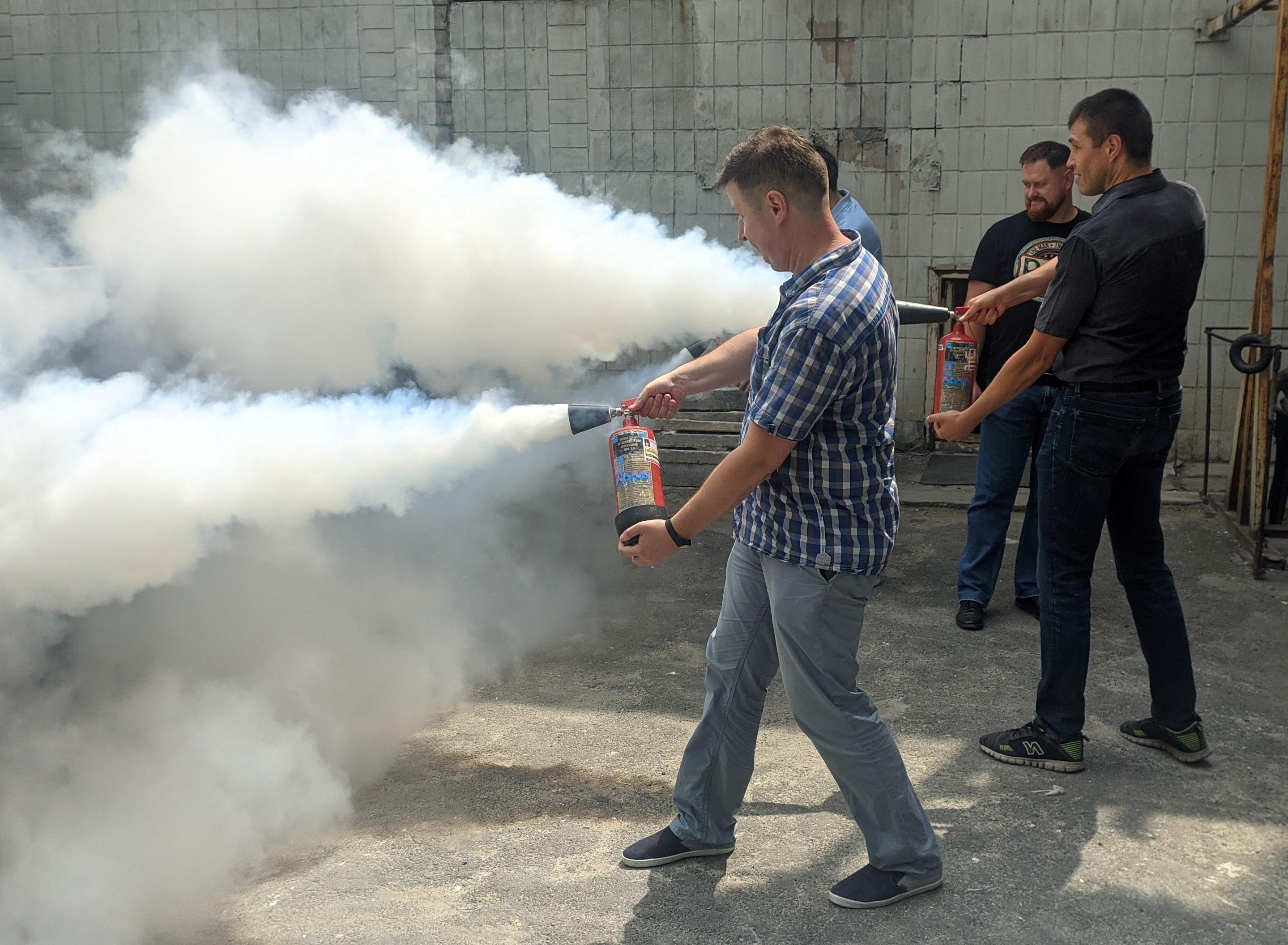 Тренування з використання вогнегасників
